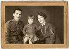 Family portrait of PL Graham (s/n 20918), his wife Constance Rosa Graham and their child Monica Maude Smith (nee Graham). Image kindly provided by Marie Riordan. Image may be subject to copyright restrictions.